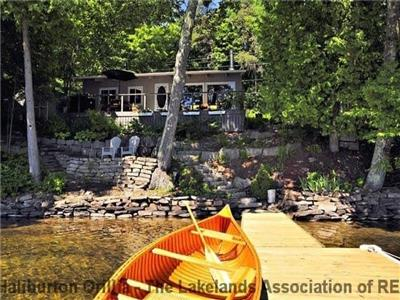 Gorgeous Lakefront Cottage on 12 mile Lake
