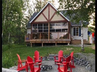 Beautiful Parry Sound Waterfront Cottage with Gorgeous Lake Views