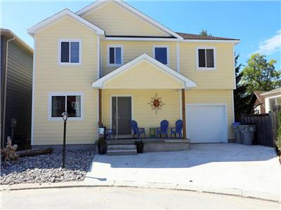 Large Modern Cottage within Walking Distance to Beach and Strip!!