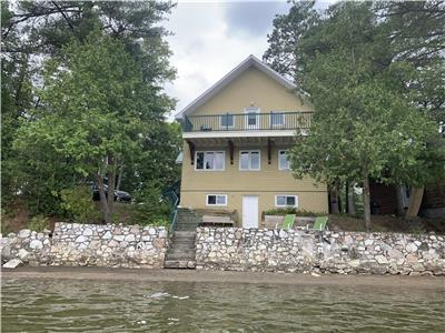 Chalet Joka by the lake St-Pierre