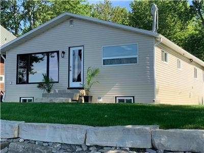 2 bedroom 4 season Cottage Mississippi Lake, Carleton Place, 20 Minute commute to Ottawa