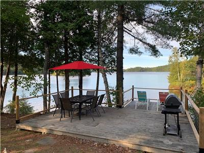 Welcome to Lakeview! ECO-FRIENDLY - PRIVATE WATERFRONT ON 1.6 acres! Under 2HRS from Ottawa!