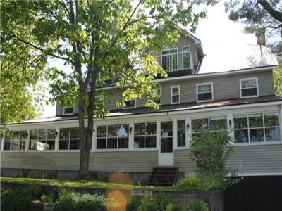 Oakview Lodge - 6 bedroom, 8 bathroom, Lakeside Lodge with Historic Charm and Modern Amenities.
