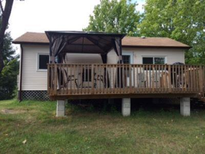 Lakeview Cottage - summer getaways at Candlelight on the Bay RV Resort