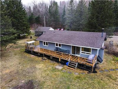 Irondale Cottage // Charming waterfront property with modern amenities 5 minutes from Kinmount