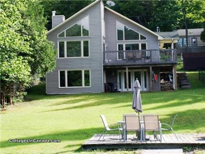 Beautiful Bright Lakefront 3 bdrm, 2 bath Cottage on Pristine Skeleton Lake-3 C's-CLEAN,CALM,CLEAR!!
