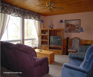 CROWE LAKE (45 MIN E. OF PETERBOROUGH)-PRIVATE COTTAGE FOR RELAXING+FISHING!