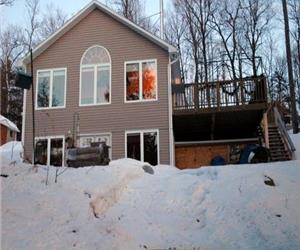1HrW Of OTTAWA + LAKESIDE +PRIVATE 'YEAR-ROUND HOT TUB'+ ICE FISHING +SNOWMOBILING + WOOD FIREPLACE