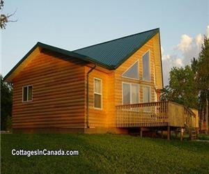 Lakefront Cottage With Hot Tub Open All Year : 2 Hours From Winnipeg