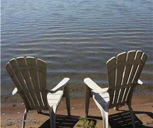 SHALLOW SANDY MAPLE LAKE  BEACH COTTAGE IN HALIBURTON