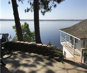 Four Season Chalet Style Cottage on Round Lake - Booking for Fall 2019