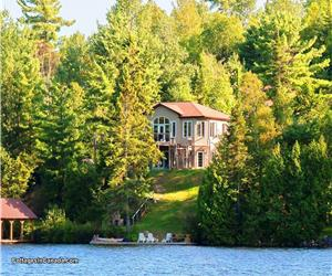 EXECUTIVE COTTAGE- BOOK YOUR HOLIDAY GETAWAY AT THIS NORTHERN WINTER  OASIS