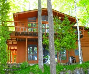* GORGEOUS LAKEFRONT VICEROY CEDAR CHALET * Escape the Ordinary & experience Nature at its Best!