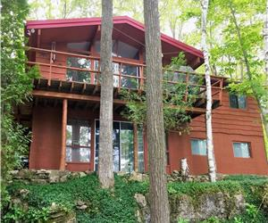 *BEAUTIFUL LAKEFRONT VICEROY CHALET* Experience Nature at it's Best! (Few Summer wks left)
