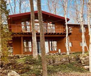 *BEAUTIFUL LAKEFRONT VICEROY CHALET* Experience Nature at it's Best...1 Prime week left!