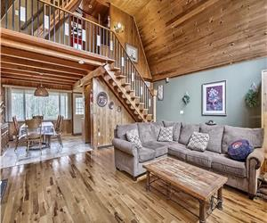 Waterfront Cozy 4 Bedroom Chalet