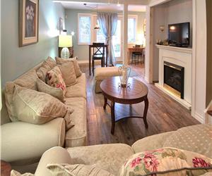 Hummingbird Retreat: Luxury Grand Bend Cottage on the edge of the Pinery!