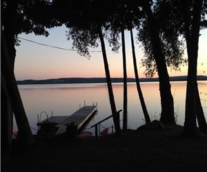 NEW 5* WATERFRONT COTTAGE ON BEAUTIFUL BASS LAKE NEAR HORSESHOE MOONSTONE SKIING-NEW YEARS AVAILABLE