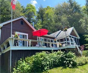 Minett-Premium location on Muskoka's Big 3 Lakes-Peak Season-3 Weeks Now Available-Great Value!