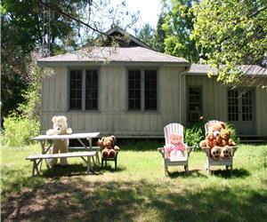 Larson Lake Cozy 2 bedroom cottage is available from Oct. 7.By week, weekend or week night.