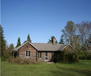 PRIVATE Larson Lake Thousand Acre Estate. Fall weekends. Log 3 Bdrm $1000/wk and/or 2 Bdrm $650/wk