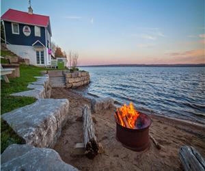 Lakefront Family Cottage with Swimming Pool, Kayaks, Canoes, Bicycles