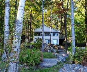 Gladstone Lodge Authentic Olde Muskoka Log with the comforts of home in the heart of Muskoka!