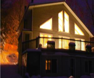 Villa Lachute, close to Hawkesbury, Montreal and Ottawa. Waterfront cottage offers Sauna and Hottub