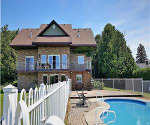 Villa Valentina: Georgian Bay - year round lakeview villa with in-ground pool at Bru