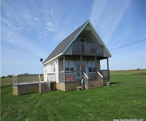 SeaView Sands Beach Chalet - - Quality Executive Cottage in SeaView, PEI. Incredible beach.