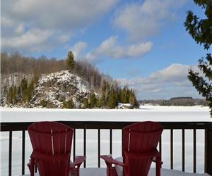 Large 3 Bdrm Lakeside Family Retreat - 4 Season Rental - Great Fall and Winter Rates