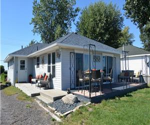 Lake Erie 3 bed 2 bath Beach House with the lake in the backyard and canal in the front!