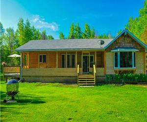 Beautiful Cedar House-Lake frontage on 2 Acres Facing Elk Island in Victoria Beach (Non-stricted)