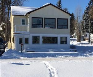 Cameron Cottage - LARGE, NEWLY RENOVATED - 8 minutes from Fenelon Falls - NOW AVAILABLE