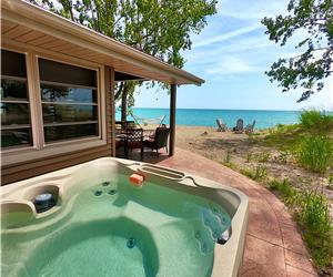 Lake Front Lucky Seven Cottage w/ Hot Tub