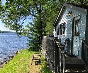 Stunning Newly Renovated Waterfront 1 Bedroom Cottage