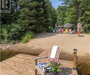 Muskoka Retreat - Private Beach!