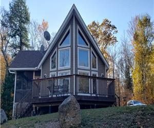Luxurious Waterfront 4 Season Cottage with WIFI Access / WINTER AND SPRING ACCESSIBILITY