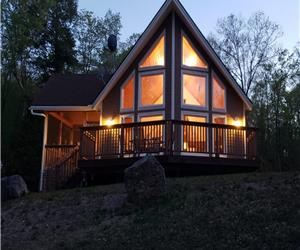 Luxurious Waterfront 4 Season Cottage with WIFI Access / Kayaks / WINTER AND SPRING ACCESSIBILITY!!!