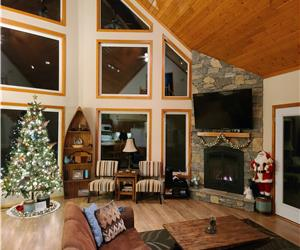 Luxurious Waterfront 4 Season Cottage with WIFI Access / Kayaks / AC / WINTER & SPRING ACCESSIBILITY