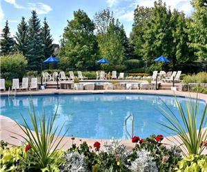 Entire Chalet Spacious Pool Breathtaking views of Blue Mountain Walk to Village