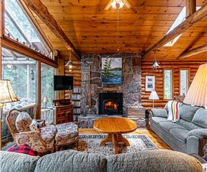 Silent Moorings - a 4 BR Log Cottage on clean, clear Lake Talon