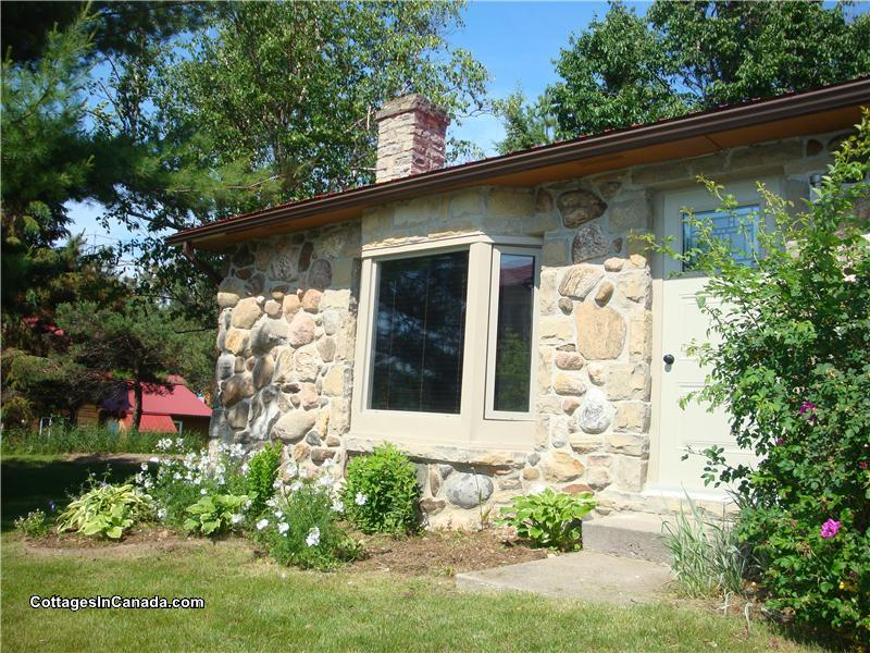 Calabogie Stone Cottage With