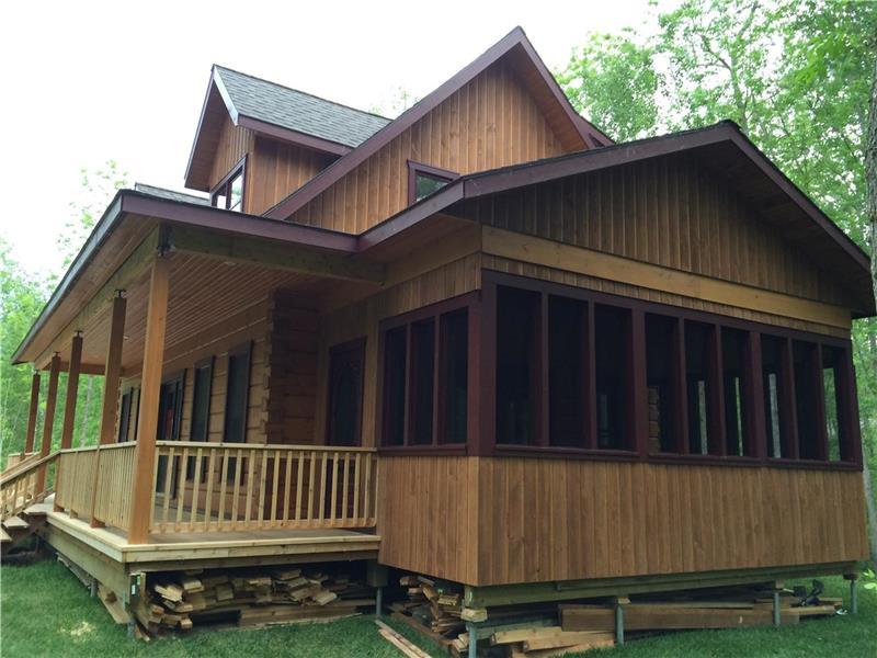 Victoria Beach 4 season Log Home - - Victoria Beach Cottage